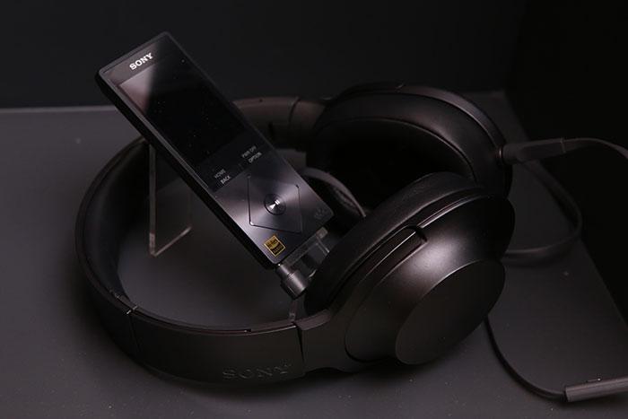 Pic_Sony-h.ear_09
