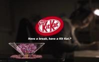 เมื่อขนม Kit Kat แถมอุปกรณ์สร้างภาพ Hologram ความสนุกจึงเกิด