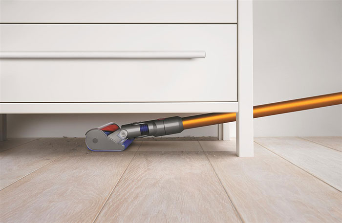 Dyson-V8-Absolute-vacuum---in-use-image-with-soft-roller-cleaner-head_resize